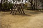 昆陽池広場近くの遊具の写真